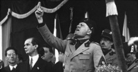 Descubren tesoro y misterioso mensaje oculto bajo monumento de Mussolini