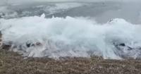 Las extrañas, pero fabulosas olas congeladas que sorprenden a miles