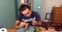 La descontrolada reacción de un vegano al saber que comió queso sin querer