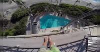 El desquiciado que desafía a la muerte lanzándose a una piscina desde un cuarto piso