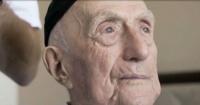 """El caso del anciano de 113 años que tuvo que esperar un siglo para """"convertirse"""" en hombre"""