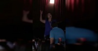 Se quedó dormido en el cine y la reprimenda que recibió de su esposa se volvió viral