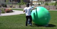 Mira lo que sucede cuando llenas un globo gigante con nitrógeno líquido