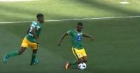 """Futbolista sudafricano fue amonestado por su """"exceso de talento"""""""