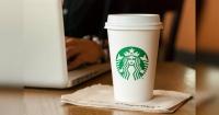 La desconocida función de la tapa del café de Starbucks que deberías empezar a usar