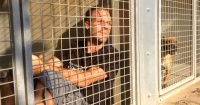 Rémi Gaillard se encerró en una jaula durante 4 días por esta noble razón