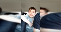 El llanto desconsolado de un niño que no quiere jugar más al arco