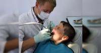 Desarrollan un líquido que promete destruir las caries sin taladrar los dientes