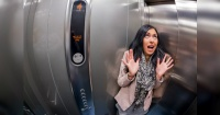 Así puedes salvar tu vida si alguna vez caes en un ascensor