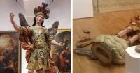 Quiso tomarse una selfie con una estatua de 400 años y cometió la estupidez de su vida