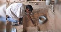 Buscaba un baño con urgencia y realizó un hallazgo que tiene 49 mil años de edad
