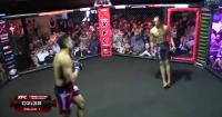 Así es como este luchador cayó a la lona sin ser golpeado y nadie se explica por qué