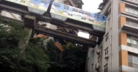 El sorprendente metro de China que atraviesa edificios