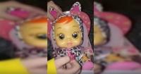 """""""Parece una estrella porno"""": El peculiar llanto de esta muñeca está incomodando a todos los padres del mundo"""