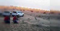 Se sacaron una foto en el desierto y lo que apareció después les puso los pelos de punta