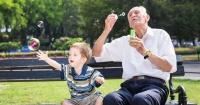 Los abuelos que cuidan a sus nietos tienen menos posibilidades de padecer demencia