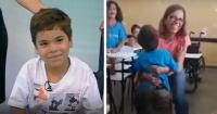 Tiene 6 años y no podía caminar hasta que sus compañeros de escuela hicieron lo increíble
