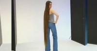 El impresionante cambio de una joven que se cortó el pelo por primera vez a los 16 años