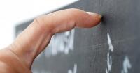 ¿Por qué es tan molesto el ruido que hacen las uñas contra el pizarrón?