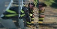 El alcalde bombero que lucha día y noche contra los incendios forestales