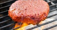 "Esta hamburguesa vegetariana se parece tanto a la carne que hasta ""sangra"""