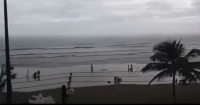 Graban el momento exacto en que un rayo impacta a una mujer en una playa de Brasil