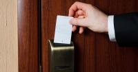 Algunos hoteles están dejando de usar tarjetas para abrir las habitaciones por una preocupante razón