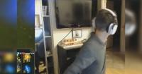 Transmitía por Internet mientras jugaba cuando su madre apareció y vivió la vergüenza de su vida