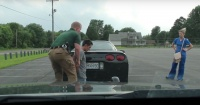 El policía detuvo a este hombre frente a su novia y ella no sabe que eso le cambiará la vida