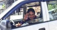 Un pasajero olvidó 5 mil dólares y una computadora en su taxi y eso cambió su vida en 180 grados