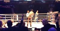 Boxeador le ganó a su rival pero cuando celebraba fue noqueado con una cubeta de hielo