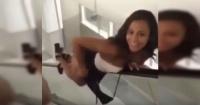 Intentó imitar el sexy movimiento de esta chica en la escalera y todo le salió dolorosamente mal