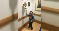 La emotiva reacción de este niño cuando le dicen que su tratamiento contra el cáncer acabó