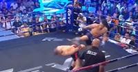"""Luchador utilizó un movimiento digno de """"Matrix"""" para esquivar una patada de su oponente"""