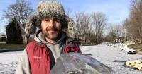 La cruda imagen de dos peces congelados que revela el lado más salvaje de los animales