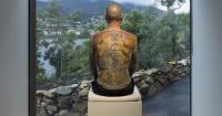 Vendió su espalda tatuada por 160 mil dólares y esto es lo que le espera cuando muera