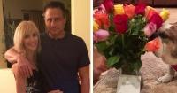 """Su esposo mandó flores a su casa pero al leer el mensaje se llevó una """"decepción"""""""
