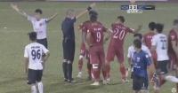 """Se dejaron golear en señal de protesta tras un """"polémico"""" cobro del árbitro"""