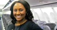 """Valiente azafata dejó un mensaje en el baño de un avión y salvó a una joven de ser """"vendida"""""""