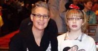 Es madre soltera y solo tiene seis meses para encontrarle una nueva familia a su hija discapacitada antes de morir