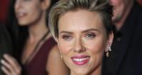 Scarlett Johansson asiste a premiere junto a abuela que era idéntica a ella