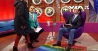 Fanático religioso pisotea bandera gay en programa de TV y es expulsado en plena transmisión