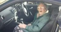 Mujer de 107 años estacionó su automóvil para ir a almorzar y luego se llevó una desagradable sorpresa