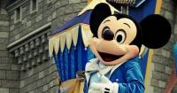 Niña de 9 años reservó pasajes a Disneyland para su familia… ¡pero ellos no lo sabían!