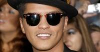 El infalible truco de Bruno Mars para verse más alto en el escenario