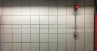 """La """"sucia"""" ilusión óptica que engañó a una usuaria en el metro y que ahora es viral en la web"""