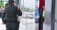 """Detienen a asaltante de banco y se lleva todos los aplausos por su """"sexy"""" figura"""