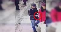 El descarado método de las pinzas para robar celulares que se hizo viral