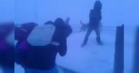 Con temperaturas de hasta 40 grados bajo cero: así es como vuelven de la escuela los niños en Siberia