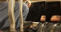 El desquiciado ataque racista al interior de un tren que impacta a las redes sociales